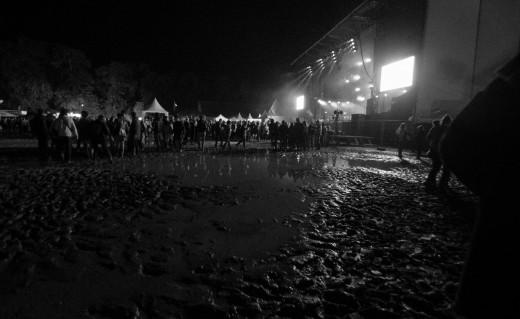 la boue devant la grande scène