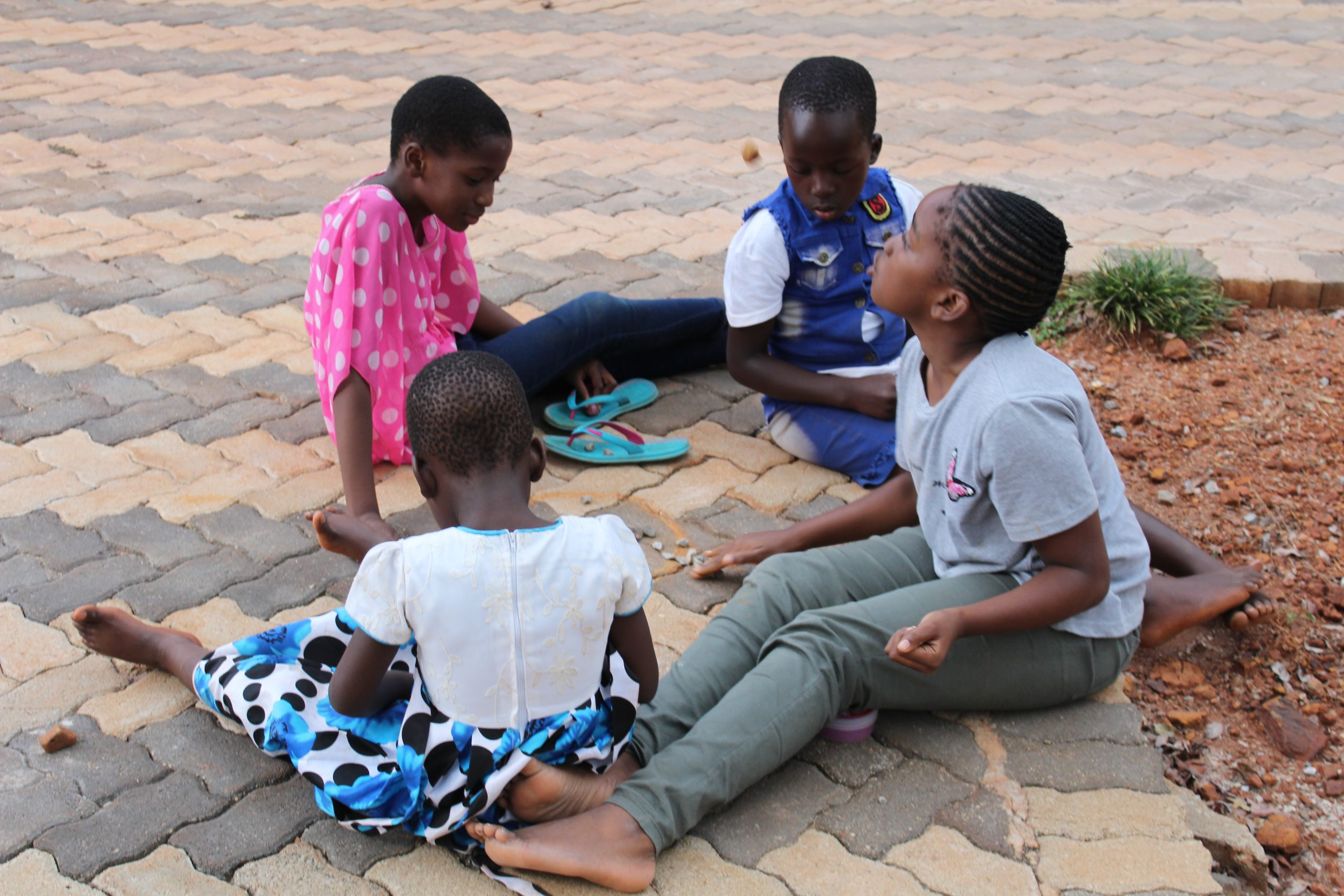 Children playing 'nhodo'