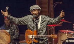 Thomas Mapfumo apologizes to Macheso after embarrassing ZTV interview