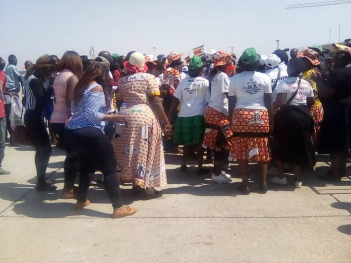 Hundreds Gather To Receive Mugabe's body at airport