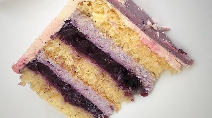 Dripping- Cake mit Macarons und Baisertropfen
