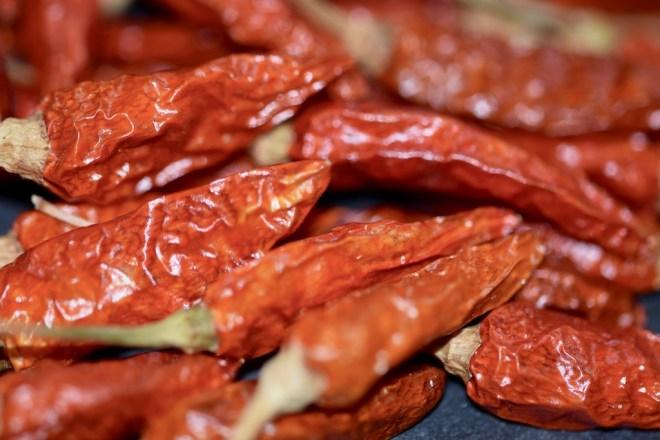 Rezepte: Hauptgerichte: Chili con y sin Carne: Bird-Eye-Chili (rot), getrocknet