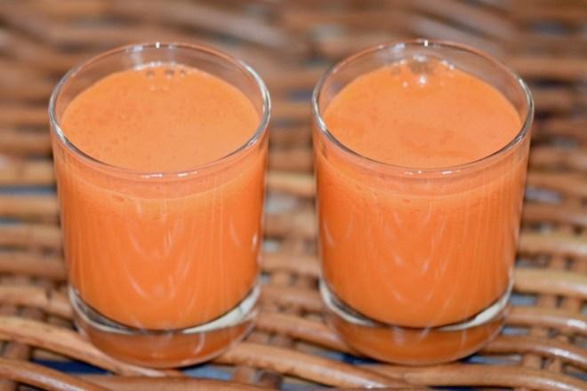 Rezepte: Smoothies & Getränke: Karottensaft mit Chili in 2 Gäsern