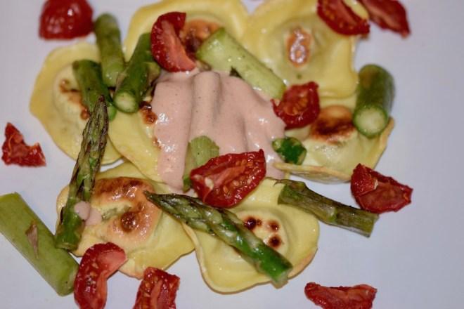 Rezepte: Kleinigkeiten: Maultaschen-Pintxos mit Spargel und Tomate - dekonstruiert