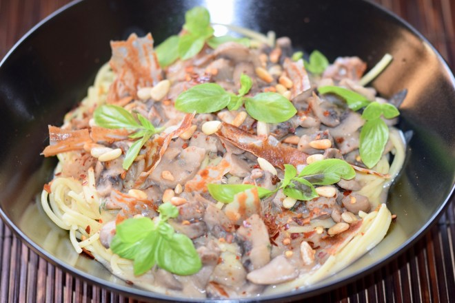 spaghetti - champignon sahne sauce - vegan - cremig - vegane spaghetti carbonara - spaghetti carbonara - ohne milchprodukte - rezept - einfach -pilze