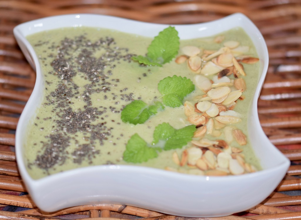 Rezepte: Smoothies & Getränke: Brokkoli-Zucchini-Mandel-Smootie