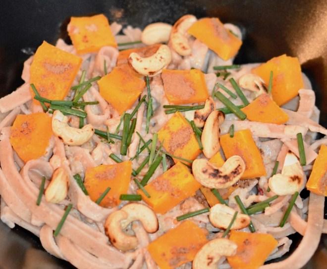 Tagliatelle - Kokosmilch - Sauce - Kürbis - vegan - glutenfrei - einfach - Pasta - Gemüse - Curry - Rezept - essen und trinken - Herbst