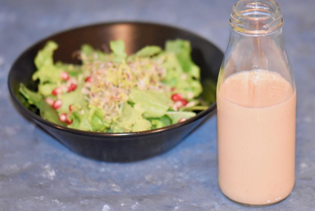 cremiges Tahina-Erdnuss-Dressing - Koriander - vegan - glutenfrei - orientalisch - asiatisch - Salat - schnell und einfach -rezept - levantinische Küche