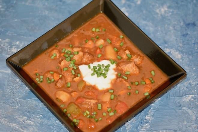 Gulaschsuppe - ungarisch - Slowwcooker -Crockpot - Crocky - original - mit Kartoffeln - scharf - Rezept - einfach - deftig - beste - ungarische Gulaschsuppe