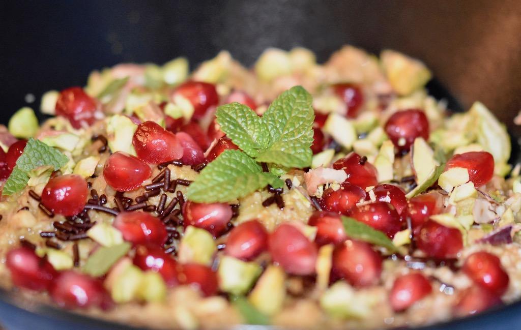 Overnight-Oats - orientalisch - Granatapfel - Pistazien - Kokosmilch - vegan - glutenfrei - Rezept - gesund - Haferflocken - einfach - Zimt - Kurkuma - Frühstück - Clean-Eating