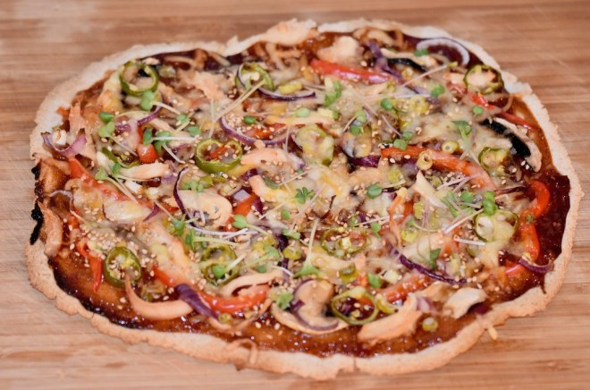 Asia-Pizza vegan und glutenfrei - Asia-Pizza - vegan - glutenfrei - Rezept - selber belegen - einfach - schnell - lecker - Ideen - vegetarisch - Herbst - Pizza asiatisch - Pizza