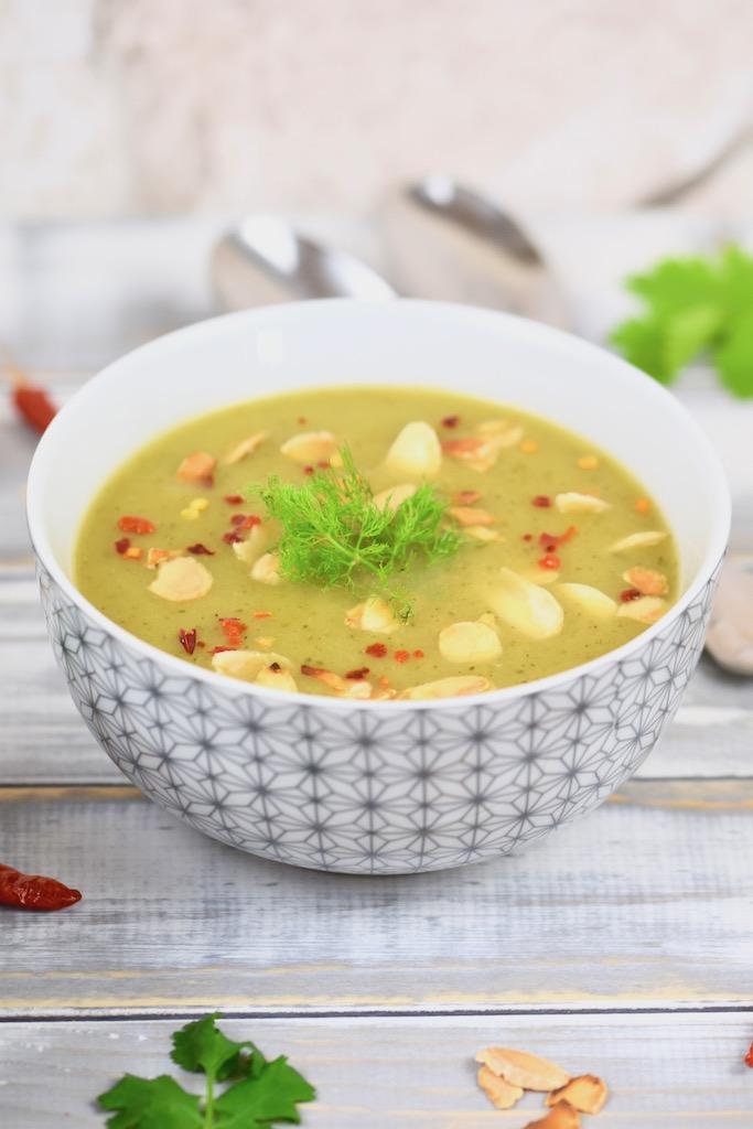 Fenchel-Zucchini-Suppe aus dem Slowcooker - Fenchel-Suppe - Zucchini-Suppe - Fenchel-Zucchini-Suppe - Suppe - Slowcooker - Low Carb - vegan - glutenfrei - ohne Kartoffeln - gesund - Rezept - kochen - schnell - einfach - kalorienarm - Variante vom Herd