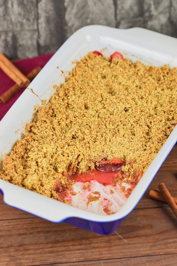 glutenfreies Pflaumen-Crumble - Pflaumen-Crumble - glutenfrei - vegan - Rezept - gesund - Haferflocken - Streusel - warm - Zimt - Zwetschgen-Crumble - Crumble - Pflaumen
