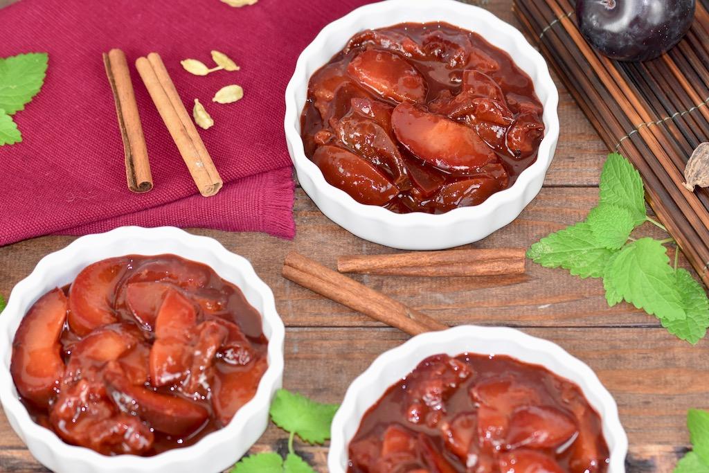Zimtpflaumen – Rezept mit Rotwein oder Traubensaft