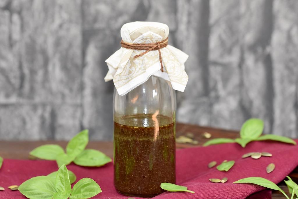 Nussiges Dressing mit Kürbiskernöl – ein 3 Minuten Rezept
