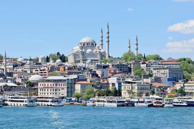 Blick auf Moschen und Minarette in Istanbul - Türkei