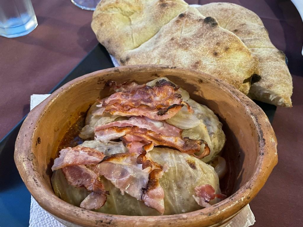 Essen und Trinken in Mazedonien - Sarma mit Kohlblättern