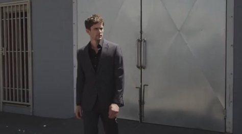 El Sr. Grey está desorientado y no sabe si sube o si baja