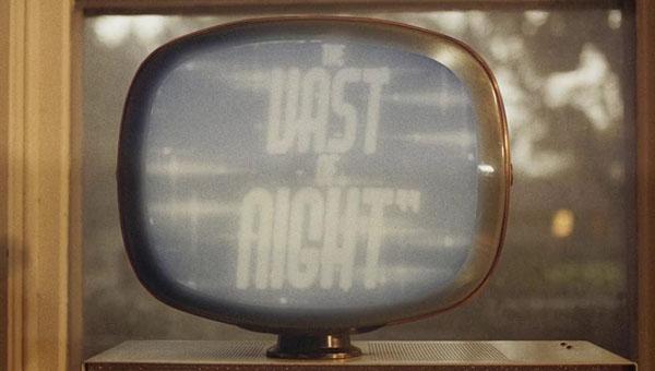 The Vast of Night (2019), ciencia ficción traaanqui