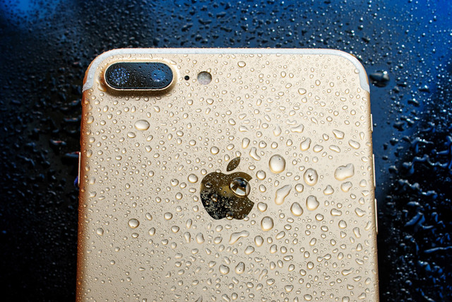 iphone_waterproof2-640x0