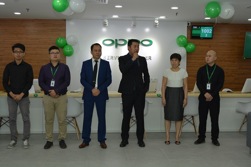 (Third from right) William Fang, Chief-Executive-Officer of OPPO Malaysia is giving a speech at the opening ceremony