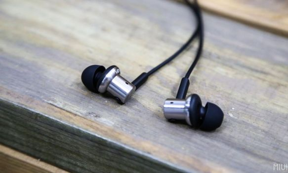 Mi-In-ear-Headphone-Pro-atas-kayu