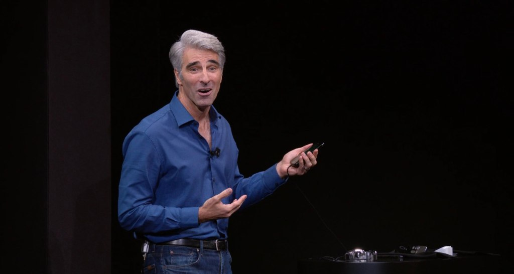 Apple-Events-September-2017-Craig-Federighi-Face-ID-demo-009