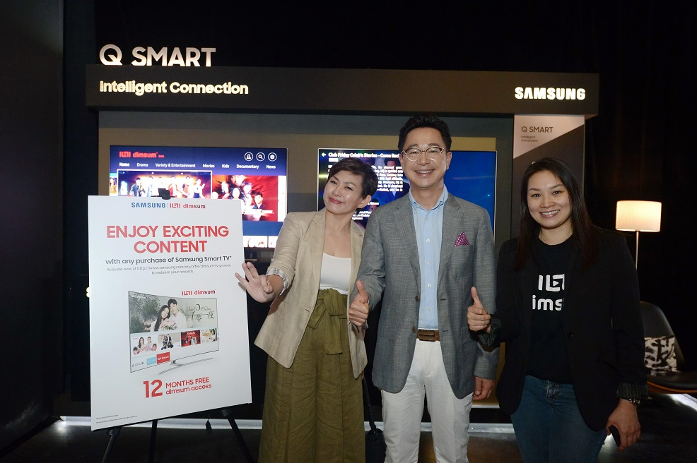 from left - Ms. Elaine Soh, MR. Yoonsoo Kim, President of Samsung Malaysia Electronics & Ms. Lam Swee Kim of dimsum CMO