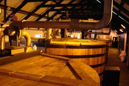 W Bomore jest 6 klasyczny kadzi fermentacyjnych z sosny oregońskiej