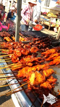 Besides pork, chicken and beef, you can see a whole frog on the skewers of barbecue carts, which is actually a renowned street food in Cambodia.