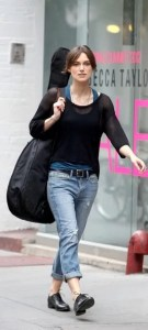 Keira+Knightley+flats jeans low waisted