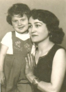 Özdal Dinçel mit Tochter, 1960 (© privat)