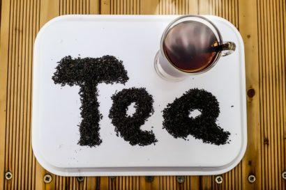 紅茶にはちみつを入れると黒くなる理由は?実は相性が悪いの?!