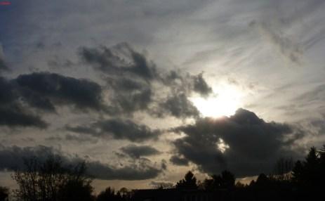 Wolken die vorüberziehen,bis weit zu den Sternen hin.