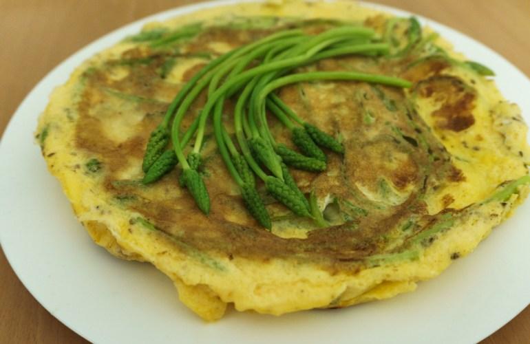 Omelette mit wildem Spargel