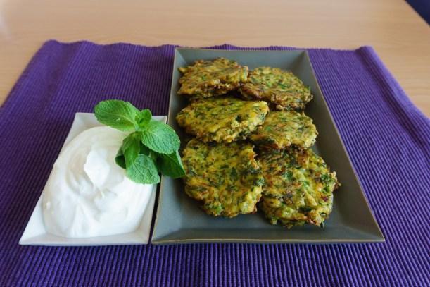 Griechische Kokokithokeftedes - Zucchinipuffer