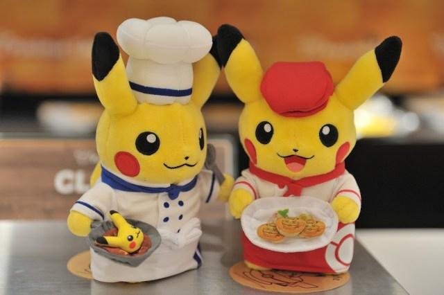 櫃台上還有帶著廚師跟服務員造型的皮卡丘娃娃,超極可愛也!