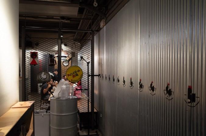 跟一般的拉麵店不太一樣,第一次看到拉麵店是工業風裝璜,兩種元素混合在一家店中有一種衝突感。
