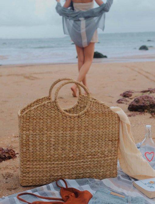 Sturdy weaved tote bag