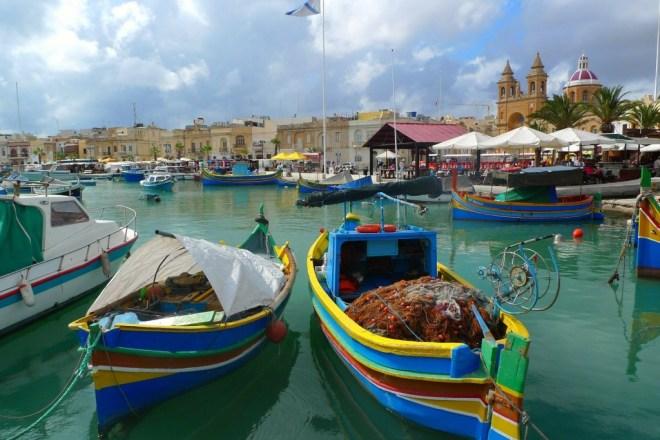 Miris pečene kokoši na Malti