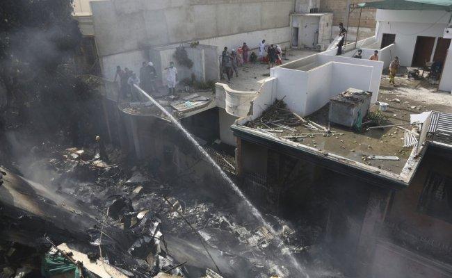 Pakistan Plane Crashes Near Karachi All 107 Killed Ziz