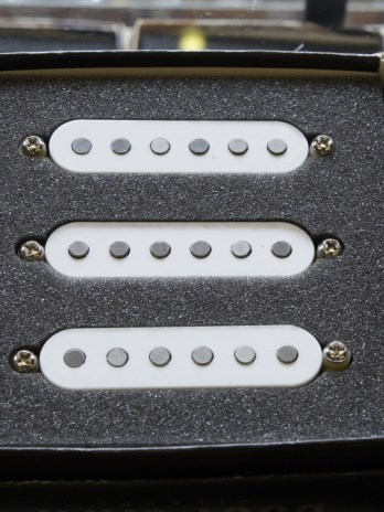 Bare Knuckle Bootcamp True Grit Strat Single Coil Set – White