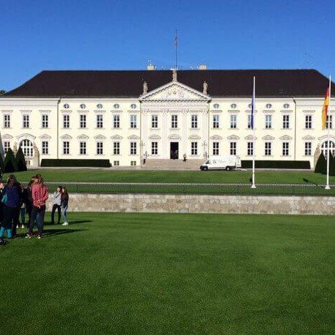 ZK Piano Transporte am Schloss Bellevue