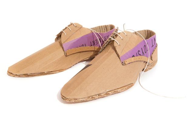 buty z kartonu - 1