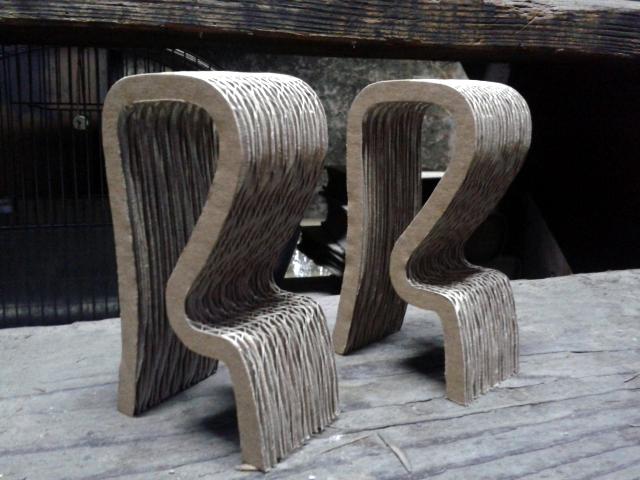 Krzeslo barowe z kartonu - 3