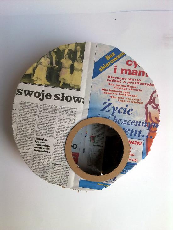 lampa-z-tektury-i-gazety-medalio-2