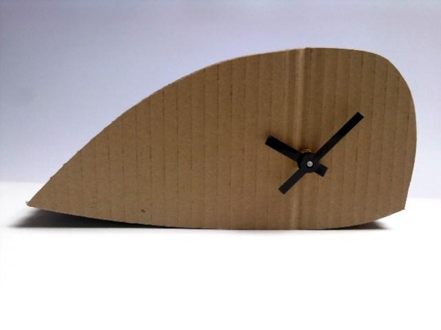 tekturowy-zegar-wieloryb-1- cardboard-clock