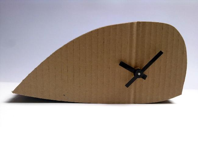 tekturowy-zegar-wieloryb-1