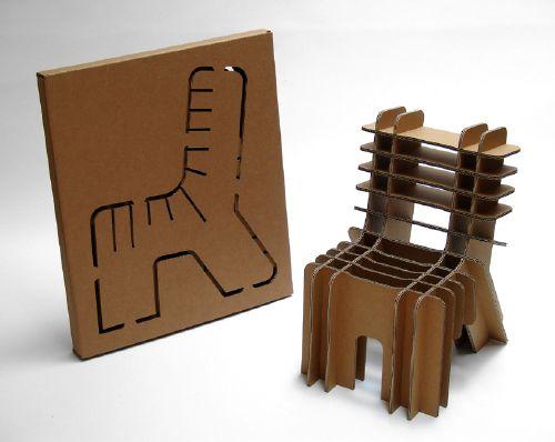 Kartonowe krzesło - zabawa dla dziecka