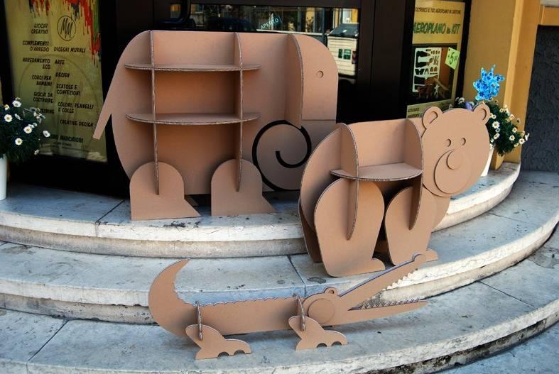Zabawki – półki z kartonu